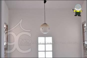 เปลี่ยนหลอดไฟโถงบันได เปลี่ยนหลอดไฟในที่สูง ง่ายๆ ด้วยอุปกรณ์เสริม