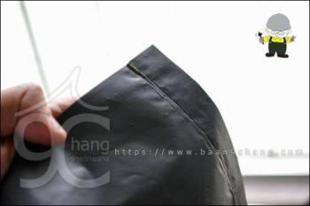 ที่ก้นถุง เราตัดปลายแหลมๆ ด้านนึงทิ้ง เพื่อระบายน้ำออกจากถุง